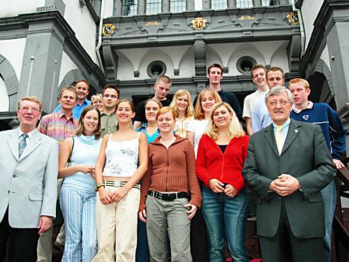 Gruppe vor dem Rathaus